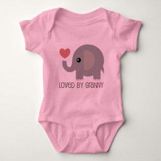 Amado por el elefante del corazón de la abuelita body para bebé