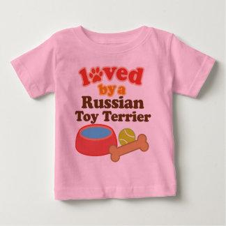 Amado por un juguete Terrier (raza del ruso del Playera