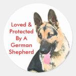 Amado y protegido por un pastor alemán etiquetas redondas