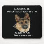 Amado y protegido por un pastor alemán tapetes de raton