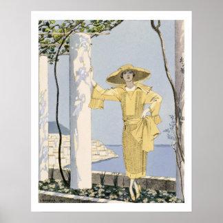 Amalfi, ejemplo de una mujer en un vestido amarill posters