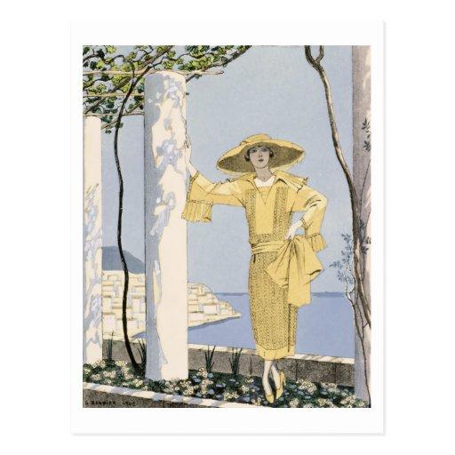 Amalfi, ejemplo de una mujer en un vestido amarill tarjetas postales