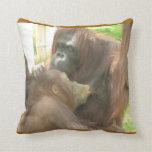 Amamantamiento del orangután almohada