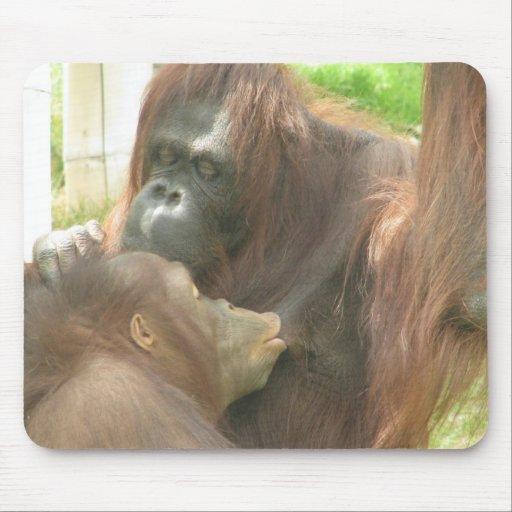 Amamantamiento del orangután tapete de ratones