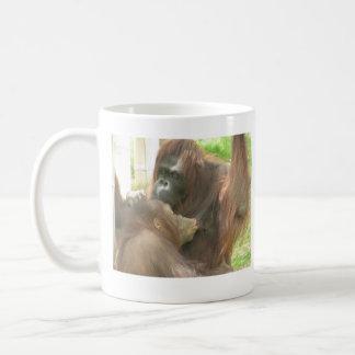 Amamantamiento del orangután taza
