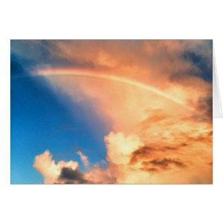 Amándole tarjeta del arco iris