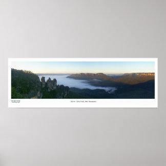 Amanecer azul de las montañas póster