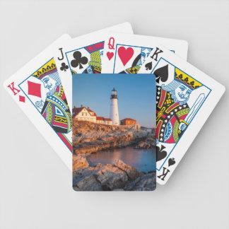 Amanecer de los inviernos en el faro principal de baraja de cartas
