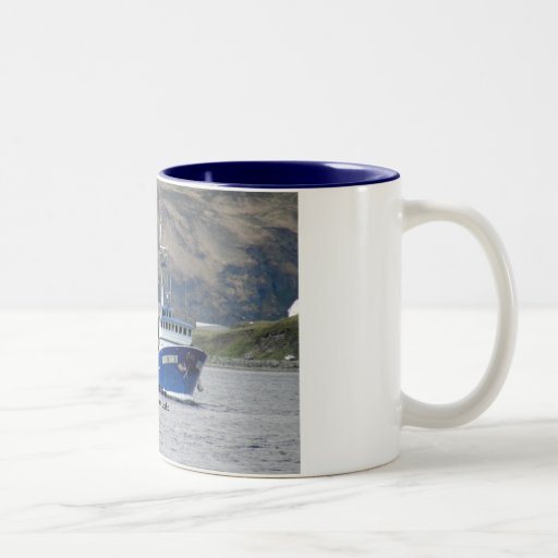 Amanecer de oro, pescando el barco rastreador en p tazas de café