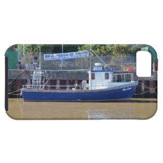 Amanecer del azul del barco del mar que pesca con funda para iPhone 5 tough
