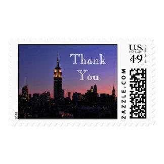 Amanecer: El Empire State Building en rosa le Sello Postal