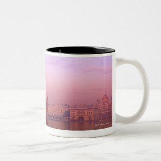 Amanecer en el templo de oro tazas de café