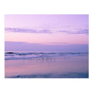 Amanecer en la playa postales