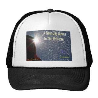 Amaneceres nuevos de un día en el universo (logoti gorros bordados
