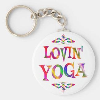 Amante de la yoga llavero redondo tipo pin