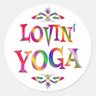 Amante de la yoga etiqueta redonda