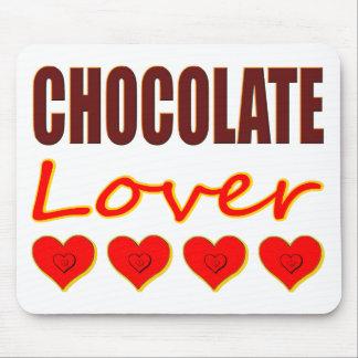 Amante del chocolate con las cajas en forma de cor tapetes de ratones