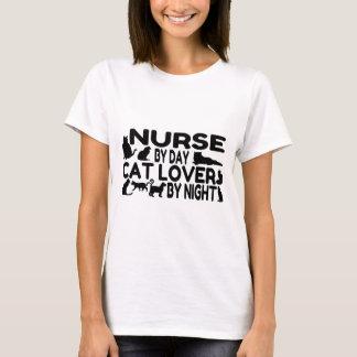 Amante del gato de la enfermera playera