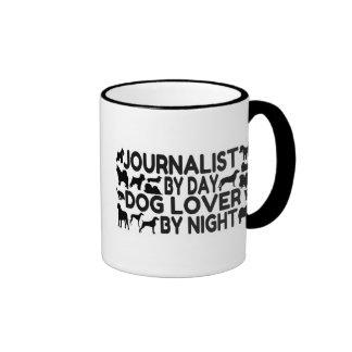 Amante del perro del periodista taza de dos colores