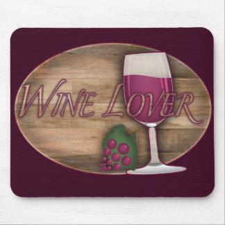 Amante del vino en el óvalo de madera tapete de raton