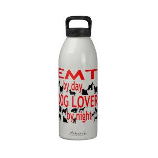 Amante EMT del perro en rojo Botella De Beber
