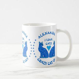 Amante loco abstracto azul del gato del individuo taza básica blanca