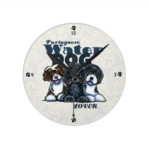 Amante portugués del perro de agua reloj