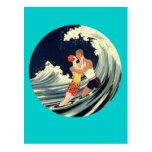 Amantes de la persona que practica surf que besan  tarjetas postales
