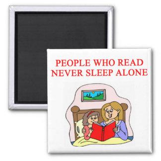 amantes de libros y de la lectura imán cuadrado