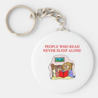 amantes de libros y de la lectura llavero redondo tipo pin