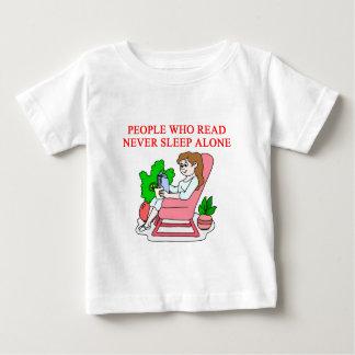 amantes de libros y de la lectura remera