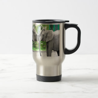 Amantes de los elefantes del beso y del abrazo del tazas