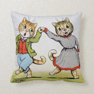 Amantes de los gatos, Louis Wain Cojín Decorativo
