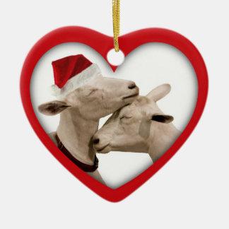 Amantes del granjero de la cabra que se casan o adorno navideño de cerámica en forma de corazón