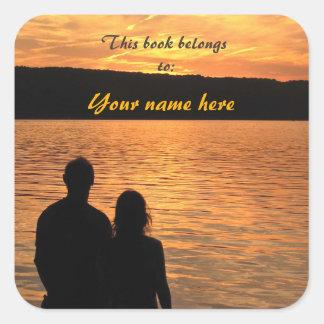 Amantes en el Bookplate del lago sunset Pegatinas Cuadradases Personalizadas