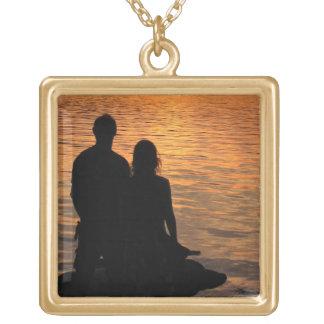 Amantes en el lago sunset colgante cuadrado