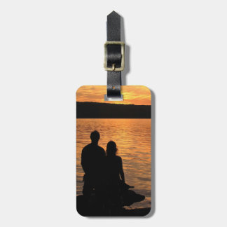 Amantes en el lago sunset etiquetas maleta