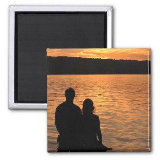 Amantes en el lago sunset imán cuadrado