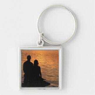 Amantes en el lago sunset llavero cuadrado plateado
