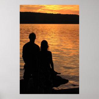 Amantes en el lago sunset póster