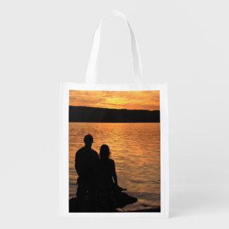 Amantes en el tote del lago sunset bolsas para la compra