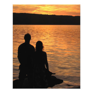 Amantes en la impresión de la foto del lago sunset cojinete