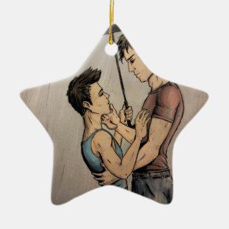 Amantes en la lluvia adorno navideño de cerámica en forma de estrella