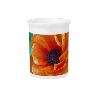 Amapola roja brillante de la floración sin defecto jarras para bebida
