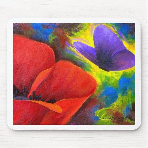 Amapola roja con el arte de la mariposa - multi alfombrillas de ratón