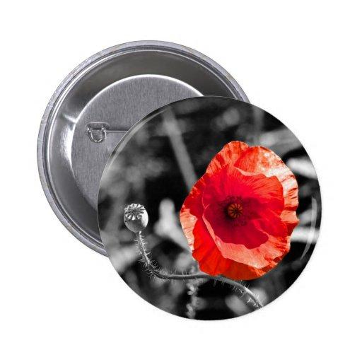 Amapola roja en blanco y negro pin redondo 5 cm