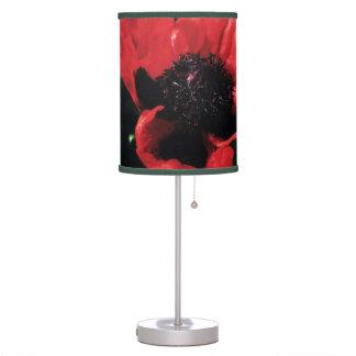 Amapola roja parecida al papel lámpara de mesa
