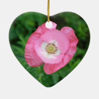 Amapola rosada adorno navideño de cerámica en forma de corazón