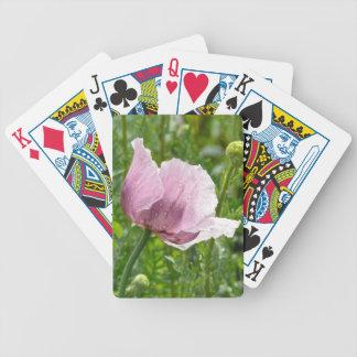 Amapola rosada dulce con las gotas de agua baraja cartas de poker