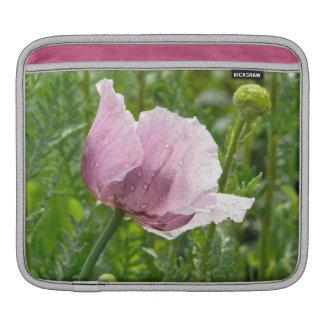 Amapola rosada dulce con las gotas de agua mangas de iPad